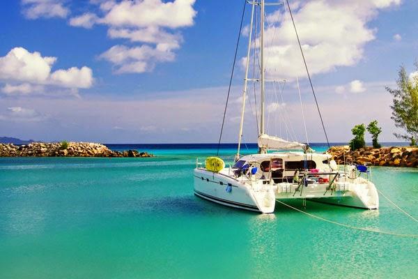 Catamaran en mouillage en mer des Caraibes