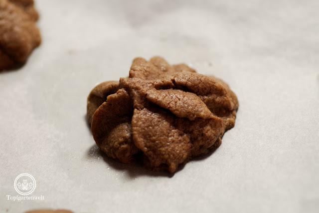 Schokoladensterne nach Zugabe von Ei, Mehl und Kakao liefern ein einigermaßen annehmbares Ergebnis - Foodblog Topfgartenwelt