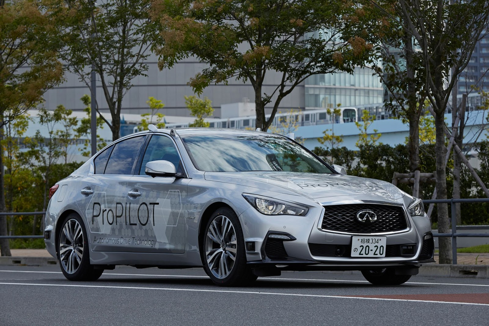 nissan hits tokyo 39 s streets with fully autonomous infiniti. Black Bedroom Furniture Sets. Home Design Ideas
