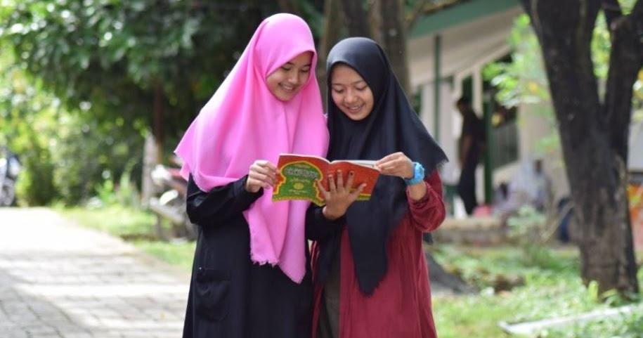 200 Pantun Perkenalan Terbaru Lucu Dan Menghibur Bisa Untuk Teman Gebetan Dan Sahabat Mediasiana Com Media Pembelajaran Masakini