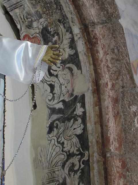 vestígios de uma pintura em mural