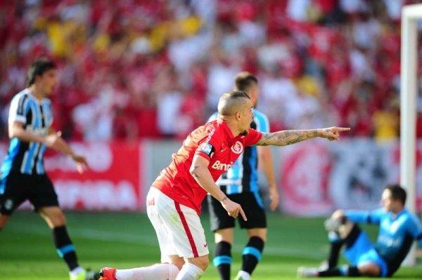 D'Ale tem retrospecto positivo diante do rival Divulgação / Inter