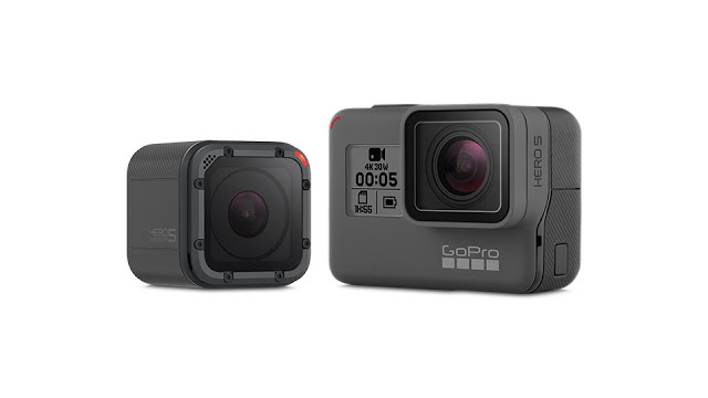 GoPro HERO 5 terdiri dari 2 versi yaitu Black dan Session dengan bentuk yang berbeda seperti terlihat pada gambar. GoPro HERO 5 Black dibandrol dengan harga kisaran Rp 5,7 Juta dengan spesifikasi baru yaitu water proof tanpa casing tambahan.