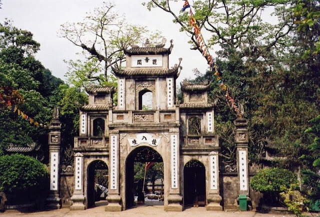 Huong pagoda - attractive spiritual and landscape tourism site 3