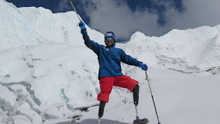 69-Year-Old Double Amputee Scales Mount Everest