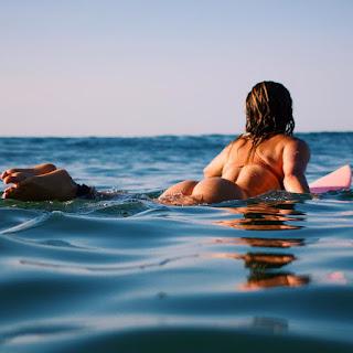 Φωτογραφικό αφιέρωμα στην surfer Anastasia Ashley