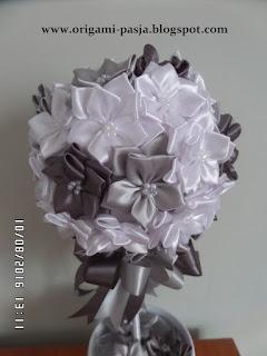 oryginalny, prezent, drzewko, z kwiatów, sztucznych, wstążek, szary, biały,