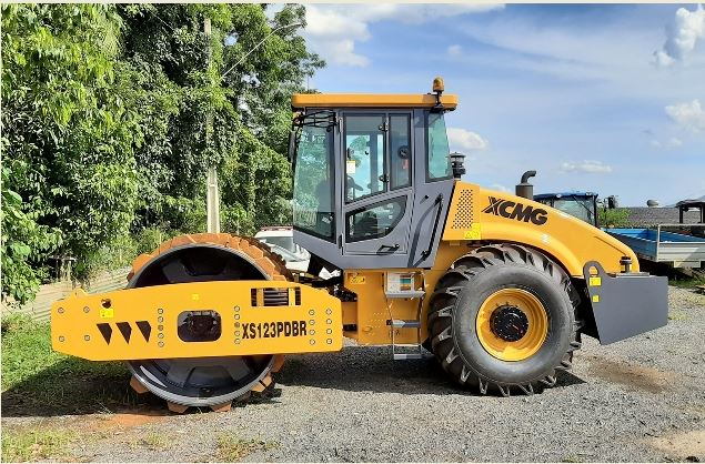 Prefeitura de Cajati adquire novo rolo compactador
