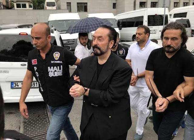 Harun Yahya alias Adan Oktar saat di tangkap polisi