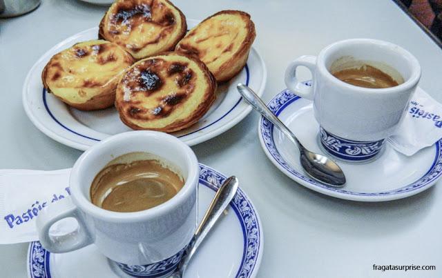 Pastéis de Belém e uma bica (cafezinho)
