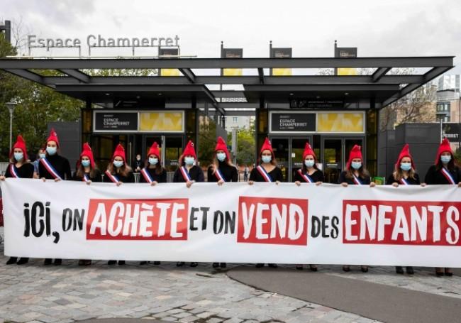 """Paris : """"La manif pour tous"""" dénonce """"le nouvel esclavage de la GPA"""" au salon """"Désir d'enfant"""""""