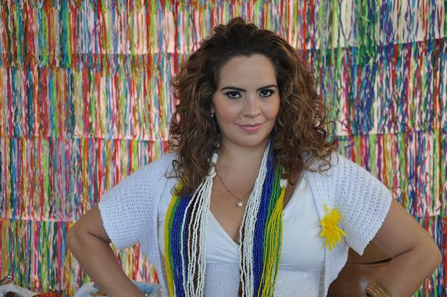 Música: Sambista Karynna Spinelli celebra 10 anos de carreira com turnê em Goiana