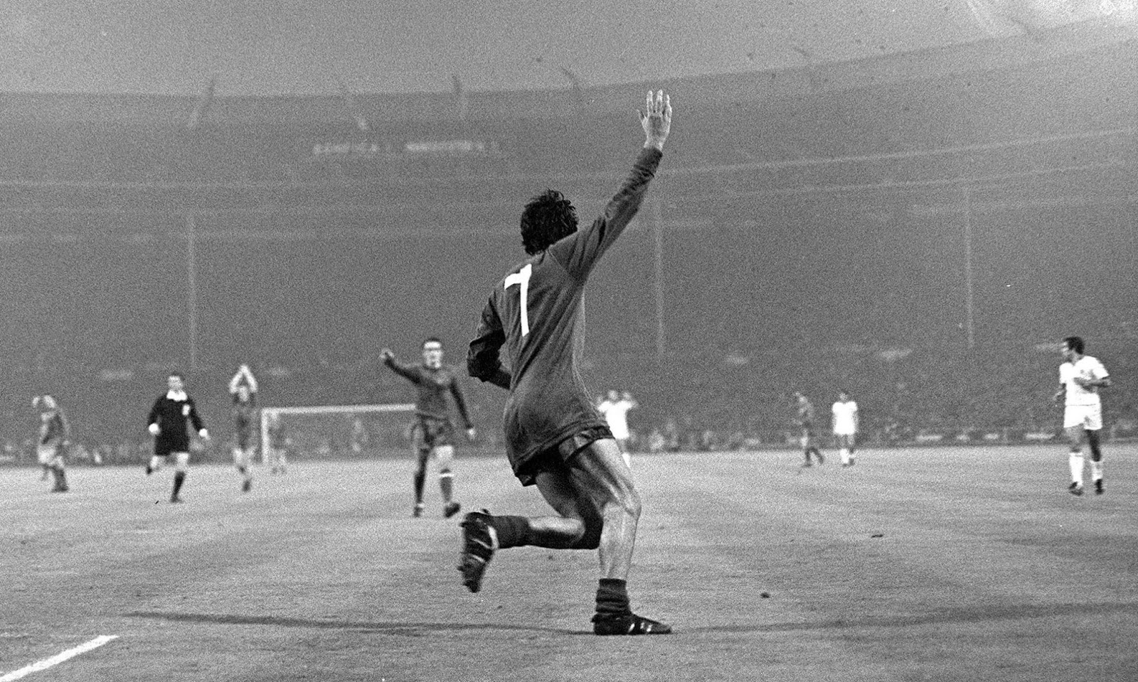 12f961cd714 Throwback Thursdays  George Best Sends Manchester United into Dreamland.