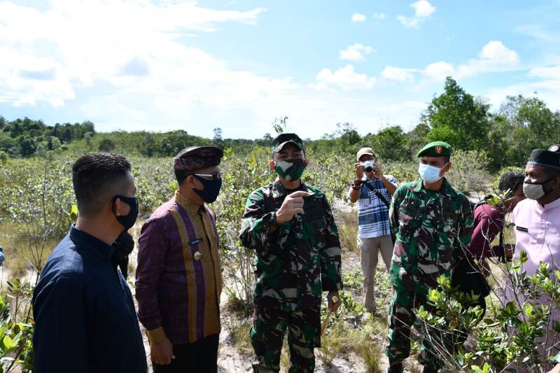 Didampingi Bupati Lingga, Danrem 033/WP Tinjau Lokasi Lahan Pembangunan Kodim Lingga di Kecamatan Dabo Singkep