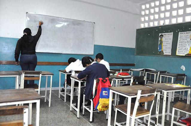 MADURO: VENEZUELA EVALÚA EL COMIENZO DE CLASES PRESENCIALES