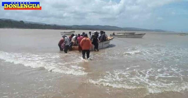 18 Balseros venezolanos rescatados en altamar cuando escapaban del país