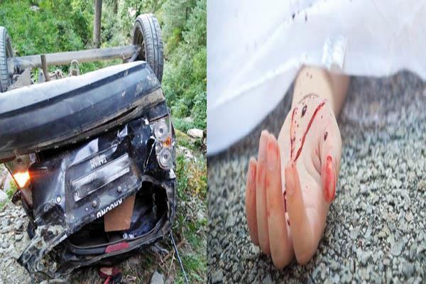 दर्दनाक सड़क हादसा: कार खाई में गिरी, 2 महिलाओं की मौत, 3 घायल