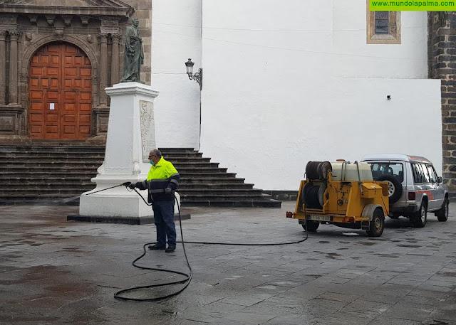 El Ayuntamiento de Santa Cruz de La Palma desinfecta centros escolares y los espacios públicos de referencia en la ciudad