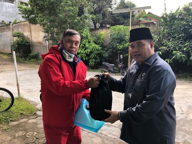#Demokratpedulicovid-19, H. Sugianto Nangolah, SH, MH Terus Bergerak Membagikan Sembako Bagi Warga Kota Bandung.