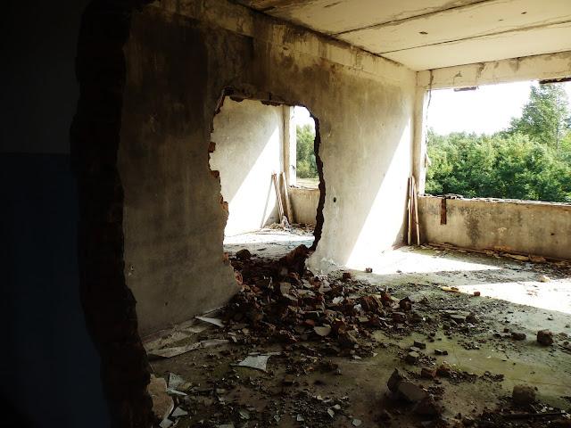 Piętro zrujnowanego budynku w Orbicie