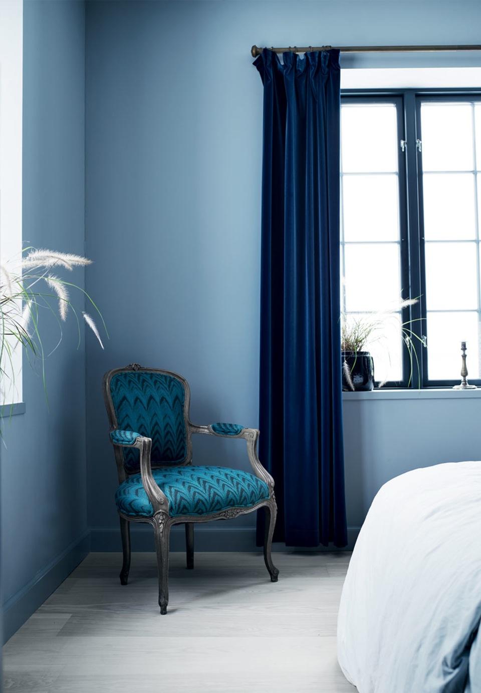 Une maison bleue adoss e la colline en plus gustavien berenice big - Maison bleue adossee a la colline ...