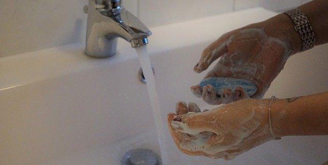 تعقيم المشتريات - فيروس كورونا - غسل اليدين - الماء والصابون