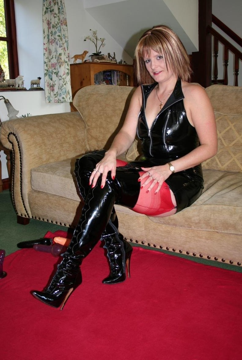 Kinky Mature Boots 36