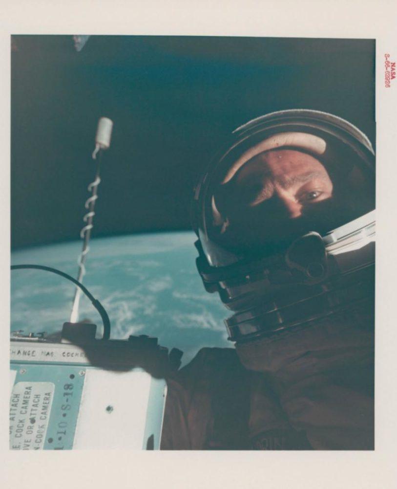 اول سيلفي في الفضاء