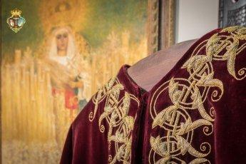 La Esperanza de Triana recupera una túnica bordada para el Cristo de las Tres Caídas de Sevilla