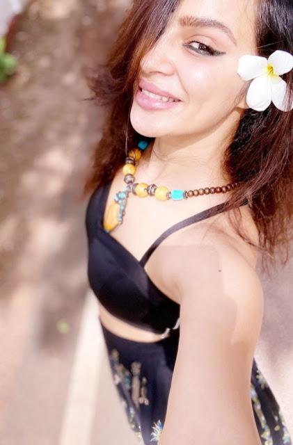 Indian Actress Aashka Goradia Photos