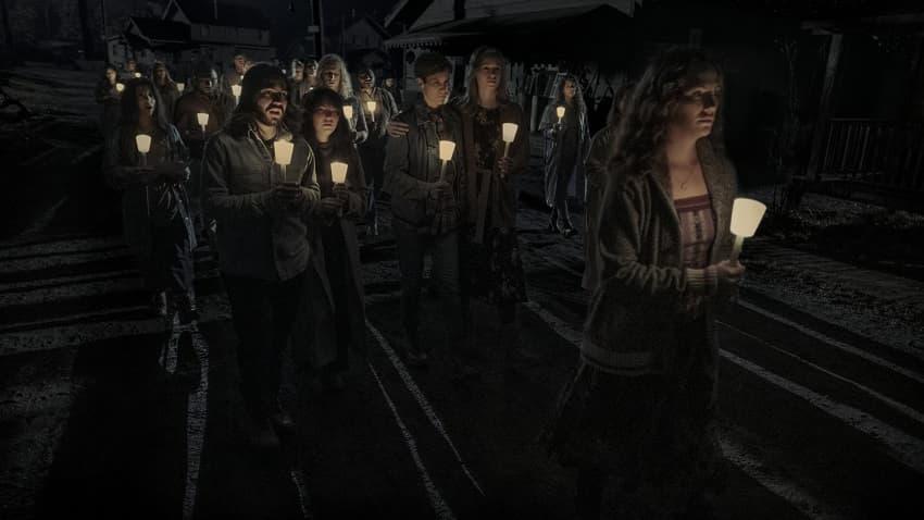 Netflix показал трейлер хоррор-сериала «Полуночная месса» мастера ужасов Майка Флэнегана