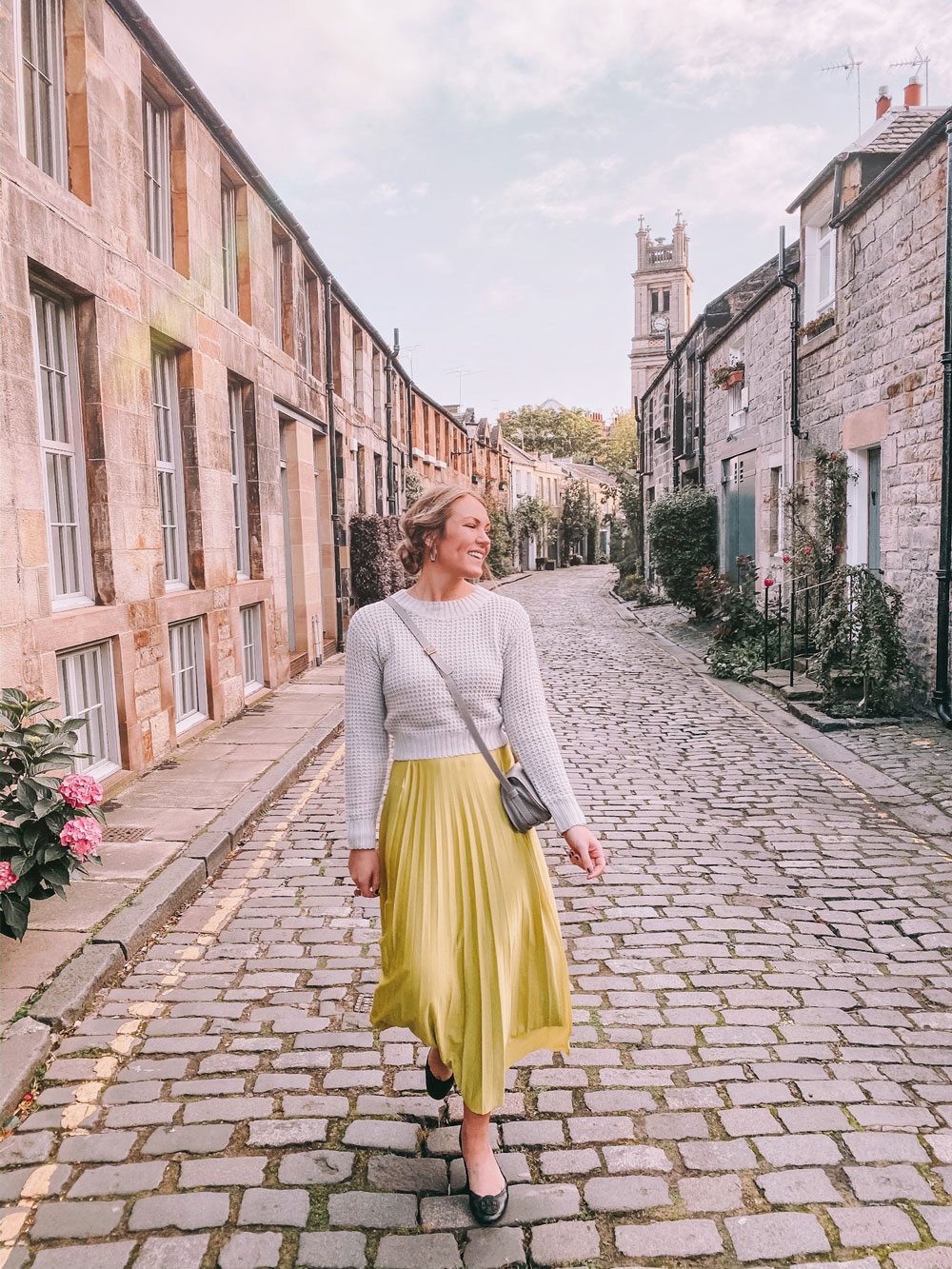 travel blogger Amanda's OK skips down Circus Lane in Edinburgh, UK