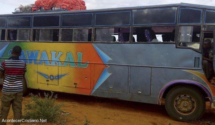 Ataque contra autobús lleno de cristianos