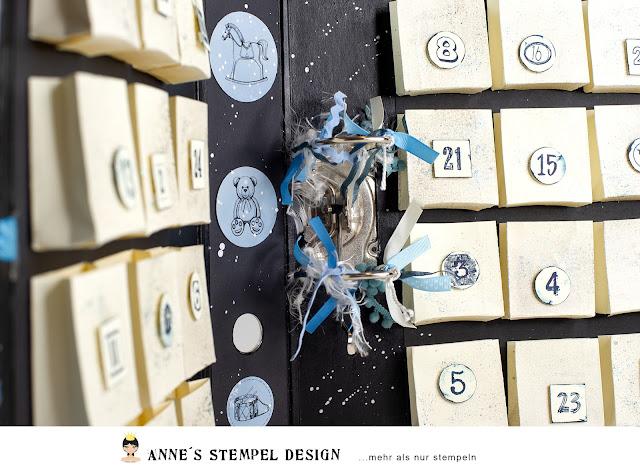 Im inneren des Ordner Adventkalender sind 24 gebastelte Tüten aufgeklebt