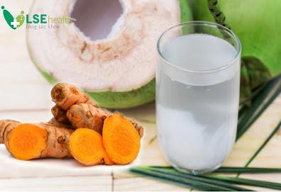 Chữa bệnh đau dạ dày bằng nước dừa và nghệ