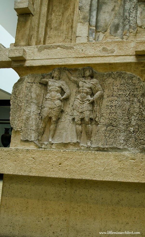 rekonstrukcja, trendy w konserwacji zabytków, grecka płaskorzeźba, british museum