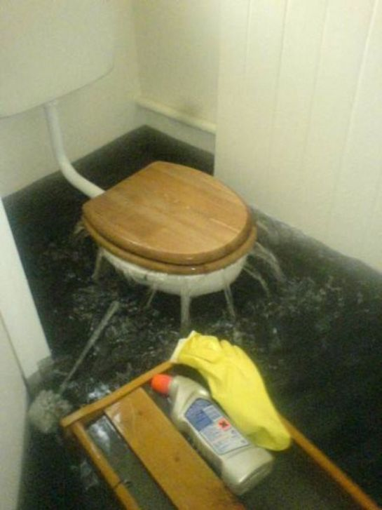 brico trash chasse d 39 eau tsunami. Black Bedroom Furniture Sets. Home Design Ideas