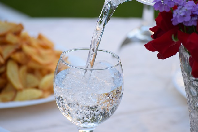 Drinking Water in Glass is Not Closed for a Long Time, You Shouldn't Drink It