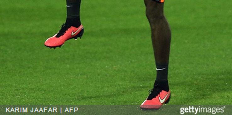 Paul Pogba Unveils New Custom Red Nike Magista Obra Boots - Footy ... 91a3066e7c8d6