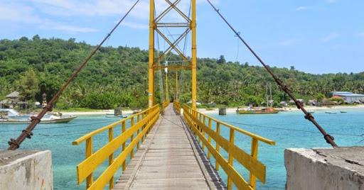 Jembatan Kuning Atau Jembatan Cinta di Nusa Ceningan