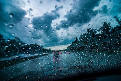 4 Tips Berkendara Ketika Hujan