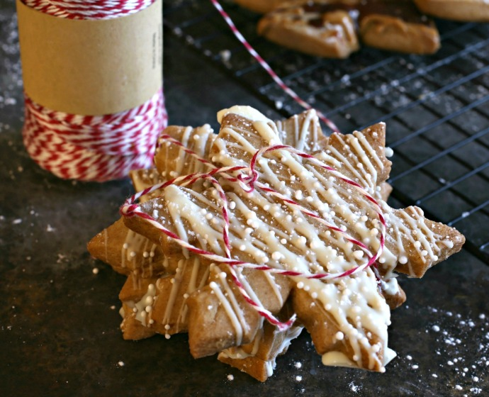 Gingerbread-Shortbread-Cookies-2