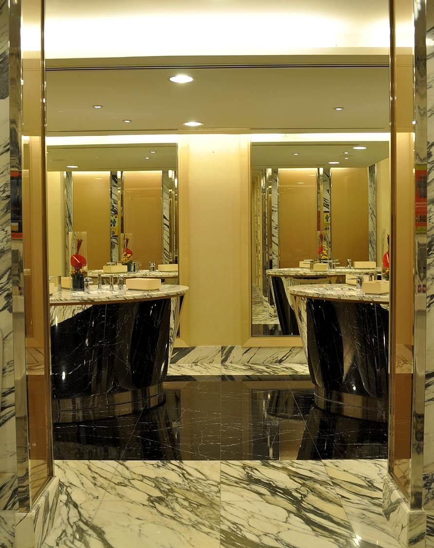 Minimalist Hotel Room: Minimalist = Design: Hotel Istana KL -Refurbishment Of Pre
