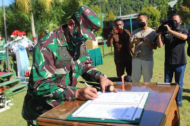 Danrem 173/PVB Tutup Kegiatan TMMD Ke-108 di Kabupaten Kepulauan Yapen