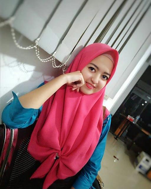 Hijab Girl Full of Charm