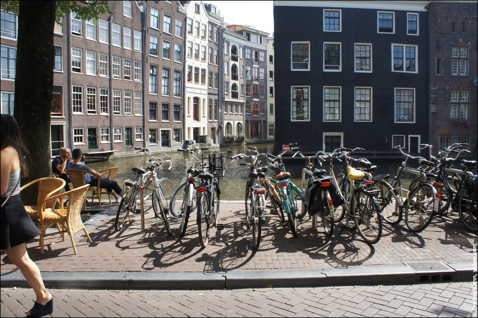 Уличная велопарковка.