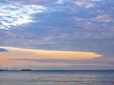 Before sundown: Zaimokuza-beach
