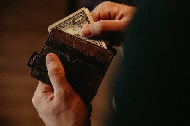 wallet with cash:Photo by Allef Vinicius on Unsplash