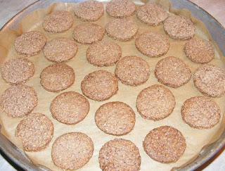 biscuiti, biscuite, biscuiti cu tarate de ovaz, biscuiri de casa reteta, dulciuri, biscuiti cu scortisoara, biscuiti digestivi, biscuiti cu unt, deserturi, biscuiti cu cereale, biscuiti cu ovaz, biscuiti crocanti, retete cofetarie, retete patiserie, prajituri, biscuiti fragezi, biscuiti cu lapte, aluat de biscuiti, cum facem biscuiti de casa,