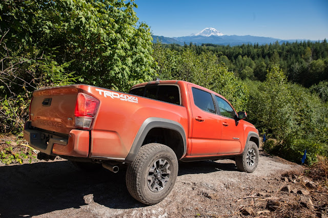 2016 Toyota Tacoma TRD Off Road 4X4 Double Cab side 7/8 view